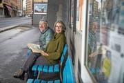 Christina Caruso an der Baselstrasse mit «Rue de Blamage»-Protagonist Joe Birrer. (Bild: Nadia Schärli (Luzern, 22. Februar 2019)