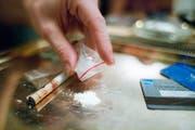 Kokain ist die weitverbreitetste harte Droge in der Schweiz, fünf Tonnen werden hierzulande jährlich verkauft. (Symbolbild: Key/Martin Ruetschi (Zürich 11. November 2006))