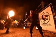 Die Fireknights aus St.Gallen zeigen ihre Feuershow. (Bild: Manuel Nagel)