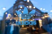 Ein Adidas-Laden in Berlin. (Bild: Krisztian Bocsi/Bloomberg, 4. März 2015)