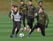 Arsenals Mesut Özil (links) im Abschlusstraining vor dem Sonntagsspiel gegen Manchester Utd. (Bild: Stuart MacFarlane/Getty (London, 9. März 2019))
