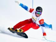 Dario Caviezel sorgt in Scuol für das Schweizer Topergebnis der Alpin-Snowboarder (Bild: KEYSTONE/GIAN EHRENZELLER)