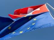Die Unterzeichnung des institutionellen Abkommens mit der EU käme in den Augen der SVP einer Preisgabe der Schweiz gleich. (Bild: KEYSTONE/GAETAN BALLY)