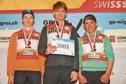 Schnellster im Combirace der Altersklasse 2003: Lenny Sinnesberger aus Gams (Mitte). (Bild: PD)
