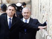 Der brasilianische Präsident Jair Bolsonaro (links) und der israelische Ministerpräsident Benjamin Netanjahu (rechts) haben am Montag die Klagemauer in Jerusalem besucht. (Bild: KEYSTONE/EPA AFP POOL/MENAHEM KAHANA / POOL)