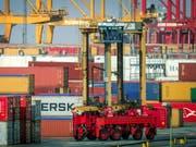 Chinas Industrie schafft im März wieder Wachstum. (Bild: KEYSTONE/EPA/FOCKE STRANGMANN)