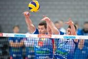 Thomas Zass (links, im Cupfinal mit Teamkollege Luca Weber) ist ein entscheidender Faktor für die aktuellen Erfolge von Volley Amriswil. (Bild: Adrien Perritaz/KEY)