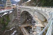 Bis Freitag, 5. April, ist die Intschialpbachbrücke für den Verkehr gesperrt. (Bild: PD)