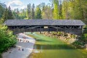 Die «Hüslibrücke» in der Spisegg: Während der Sanierung der benachbarten Strassenbrücke wird der Fussverkehr vom 8. April bis Ende Oktober über die alte Holzbrücke umgeleitet. (Bild: Urs Bucher - 22. April 2018)