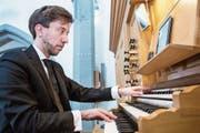 Baptiste-Florian Marle-Ouvrard an der Orgel der Pfarrkirche Unterägeri. (Bild: Patrick Hürlimann (31. März 2019))