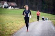 An der «Öpfel-Trophy» laufen die Teilnehmer auf der Suche nach Fähnchen zwei bis vier Kilometer. (Bild: Reto Martin)