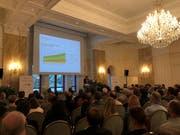 Die Präsidentin der Patientenstelle Zentralschweiz Barbara Callisaya am Podium im Grand Hotel National in Luzern. (Bild: Yasmin Kunz (Luzern, 10. April 2019))