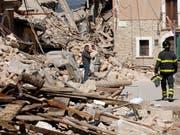 Wir im Risikogebiet gebaut, kommt es eher zu Schäden (Archivbild aus Italien). (Bild: KEYSTONE/AP/SANDRO PEROZZI)