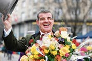 Mit Elan an die Börse: Stadler-Patron Peter Spuhler am Umzug der Zünfte am Zürcher Sechseläuten. (Bild: Walter Bieri/KEY (8. April 2019))