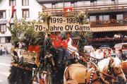 Umzugswagen 1989 «70 Jahre OV Gams» mit der Frauengruppe.