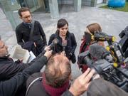 Grosses Medieninteresse für die ehemalige Zuger Politikerin Jolanda Spiess-Hegglin: Sie hat vor dem Zuger Kantonsgericht eine Entschuldigung vom «Blick» verlangt, der durch seine Berichterstattung ihre Persönlichkeit verletzt haben soll. (Bild: KEYSTONE/URS FLUEELER)