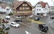 Die «Rössli»-Kreuzung harrt seit längerem einer Sanierung. (Bilder: Philipp Stutz)