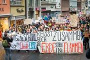 Auch Wiler Jugendliche beteiligen sich an den Klimademonstrationen in St.Gallen. Ihr Protest zeigt Wirkung im Stadtparlament. (Bild: Urs Bucher)