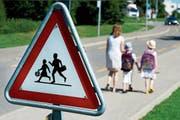 Eltern sollten ihre Kinder besser auf den Schulweg vorbereiten, finden die Interpellanten. (Bild: Dominic Favre/Keystone)