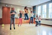 Die Tanzgruppe der Musicalproduktion feilt an ihrer Choreografie. (Bild: Olaf Kühne)