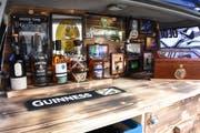 Die selbst gebaute Bar im Kofferraum ist das Markenzeichen des Teams Slàinte, was aus dem Irischen übersetzt so viel wie Prost heisst. (Bild: Urs M. Hemm)