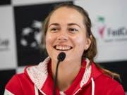 Stefanie Vögele hat gut lachen: Sie gewinnt das Schweizer Duell gegen Viktorija Golubic klar (Bild: KEYSTONE/ADRIEN PERRITAZ)