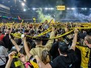 Vor Jahresfrist feierten Tausende im Stade de Suisse den langersehnten YB-Meistertitel. (Bild: Keystone/Peter Schneider)
