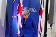 Die britische Premierministerin Theresa May verlässt das Podium nach der Pressekonferenz zum Ergebnis des EU-Gipfels. (Bild: Keystone/Alastair Grant, Brüssel, 11. April 2019)