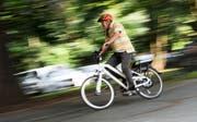 E-Bikes sind auch bei Urnern immer beliebter. (Bild: Tobias Hase/Keystone)