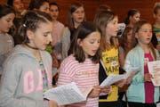 Knapp 60 Kinder der Mittelstufe aus dem ganzen Kanton erfüllen die Wartburg mit Musik und Tanz. (Bild: Isabelle Merk)