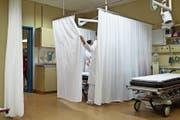Gemäss dem Vorschlag der SP soll das Angebot im Gesundheitswesen besser koordiniert werden. (Bild: Gaetan Bailly/Keystone)