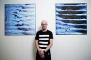 Der Zuger Künstler Matthias Moos widmet seine aufwendig entstehenden Werke dem Thema Wasser. Er ermöglicht dem Betrachter ganz neue Blicke auf das Element. (Bild: Stefan Kaiser, Zug, 9. April 2019)