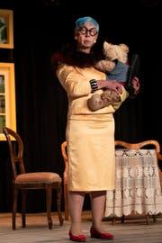 Mrs. Burton nimmt den Teddy auch ins Bett: «Denn für einen Mann bin ich zu alt.» (Bild: Adriana Ortiz Cardozo)