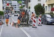 Zwei der vier Fahrbahnverengungen auf der Goldauer Parkstrasse sind inzwischen wieder rückgebaut. (Bild: Erhard Gick / Bote der Urschweiz)