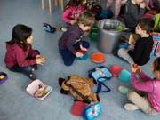 Die Chancengleichheit von Kindern soll schon vor dem Kindergartenalter gefördert werden. Das will nach einigem Hin und Her die Bildungskommission des Nationalrates. (Bild: KEYSTONE/ELISABETH REAL)
