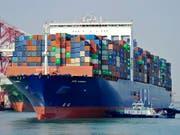 Inmitten der Handelsstreitigkeiten mit den USA legten die Ausfuhren aus Chinas im März deutlich stärker zu als erwartet. (Bild: KEYSTONE/AP CHINATOPIX)