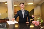 Julian Ferrante, Bronschofen, geht an die World Skills nach Russland. Der Kaufmann Hotel-Gastro-Tourismus machte seine Lehre im Hotel Hirschen in Wildhaus. (Bild: Cecilia Hess-Lombriser)