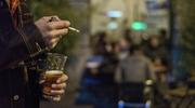 Vor einer Party im Jugendtreff: Der Angeklagte entriss einem anderen jungen Mann das Päckli Zigaretten. (Symbolbild: KEYSTONE/Martin Ruetschi)
