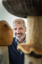 Der Herr der nützlichen Pilze: Reto Vincenz. (Bild: Michel Canonica)