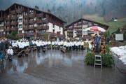Vom Regen liessen sie sich nicht abhalten: Aus der ganzen Schweiz kamen Gruppen, um ihre Trycheln segnen zu lassen. (Bild: Bilder: Manuela Jans-Koch (Emmetten, 13. April 2019))