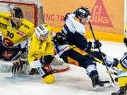 Zug und Bern lieferten sich im zweiten Finalspiel einen harten Kampf (Bild: KEYSTONE/ALEXANDRA WEY)
