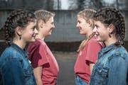Als stünden sie vor einem Spiegel: Alea (links, vorne) mit Jael Meier sowie Ella (links, hinten) mit Lana Obrist. (Bild: Pius Amrein (Ebersecken, 13. April 2019))