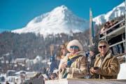 Zuschauer während des bekannten und traditionellen «White Turf»- Pferderennens auf dem zugefrorenen St.Moritzersee, welches jedes Jahr im Februar stattfindet. (Bild: Giancarlo Cattaneo/Keystone (4. Februar 2018))