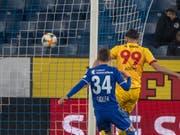 Kemal Ademi erzielt für Xamax in Luzern das Siegestor (Bild: KEYSTONE/URS FLUEELER)