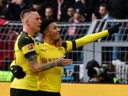 Dortmunds Doppeltorschütze Jadon Sancho (rechts) lässt sich feiern (Bild: KEYSTONE/AP/MARTIN MEISSNER)
