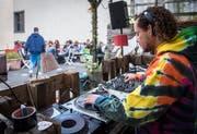 Gemütliches Beisammensein: Am «Daydance» legt DJ Rayman die passende Musik auf. (Bild: Reto Martin)