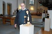 Künstler Kazimierz Kowalczyk anlässlich der Vernissage vergangenen Freitag in der Kirche. (Bild: Astrid Zysset)