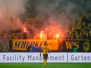 Die feiernden YB-Fans sorgten in Zürich für einen gut dreiminütigen Spielunterbruch wegen Rauchpetarden (Bild: KEYSTONE/MELANIE DUCHENE)