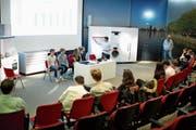 Blick auf die fiktive Generalversammlung eines frisch gegründeten Unternehmens im Auditorium der V-Zug. (Bild: Maria Schmid, Zug, 12. April 2019)