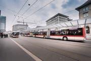 Mit dem neuen Buskonzept hat der Bahnhofplatz als grösste Drehscheibe des öffentlichen Verkehrs in der Ostschweiz an Bedeutung gewonnen. (Bild: Urs Bucher)